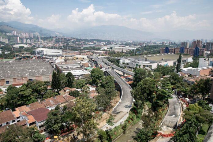 Cierres viales en Envigado por obras en el Intercambio Vial La Ayurá
