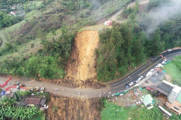 Tras deslizamiento, vía La Fe - Don Diego permanece cerrada