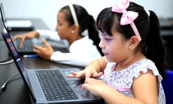 Continúa el estudio en casa en colegios e I. E. de Medellín y 44 municipios de Antioquia