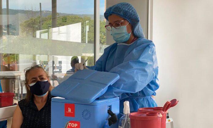 Medellín inició agendamiento para vacunación de mayores de 65 años