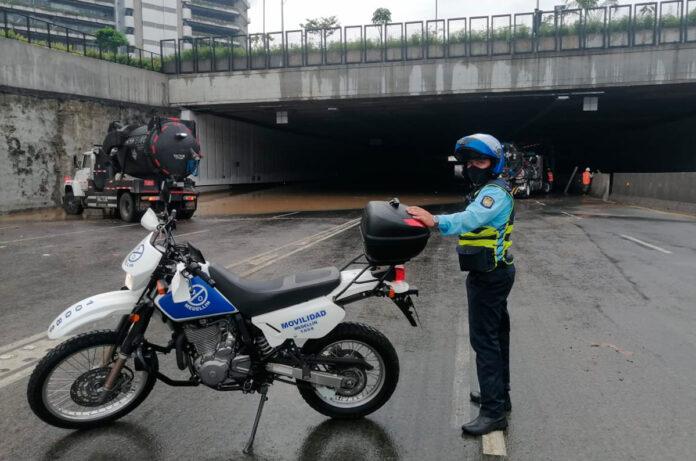 cierre en avenida Regional a la altura del Soterrado de Parques del Río