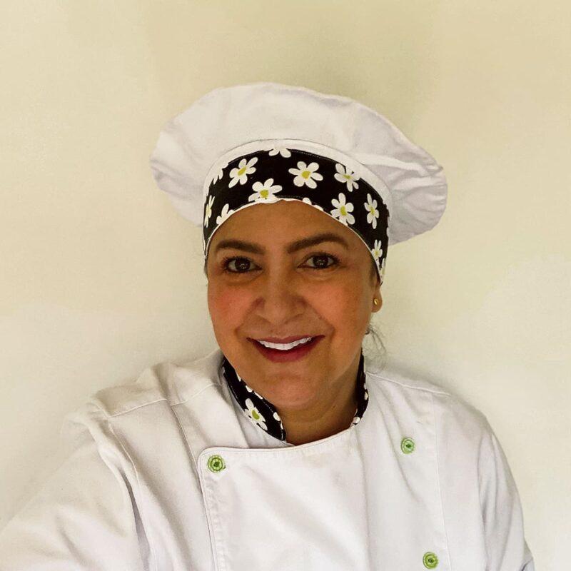 """Tata Abisaad es cocinera y docente. Aprendió a cocinar con las mujeres de su familia. Uno de sus secretos mejor guardados son sus recetas: """"Todo se mide y se pesa. Esa es la clave de la consistencia""""."""