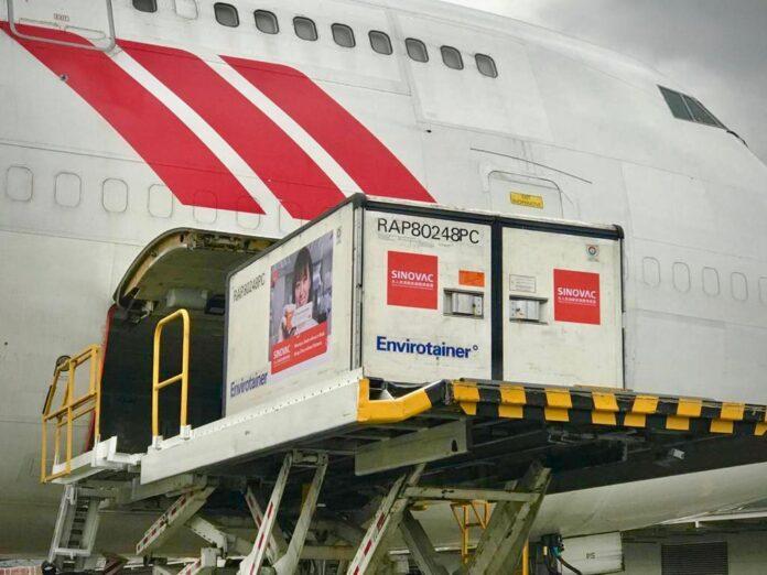 Un millón de vacunas de Sinovac llegaron a Colombia este martes 27 de Abril