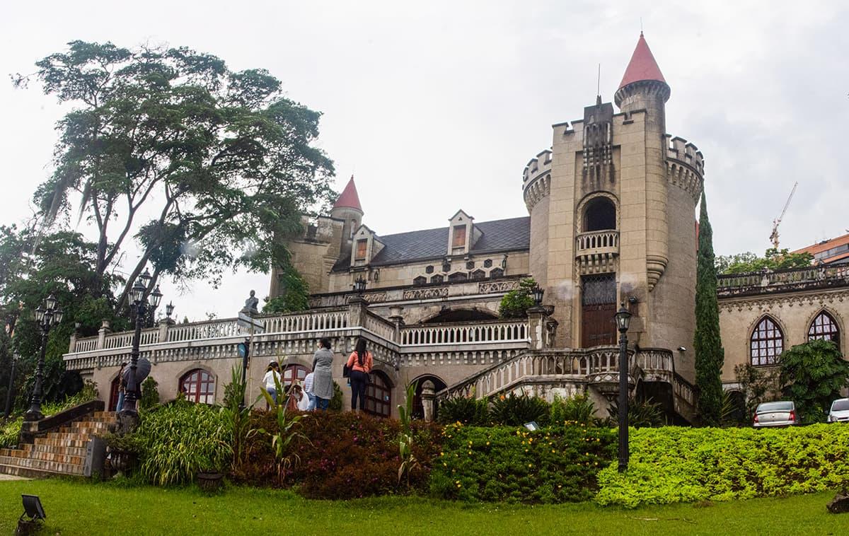 Museo El Castillo: fotos y trabajo en el jardín