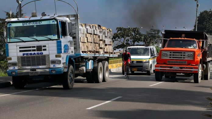 pico y placa ambiental en Medellín para vehículos de carga y tipo volqueta