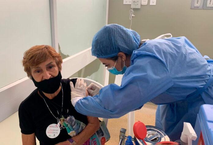 Vacunación masiva contra el Covid19 en Medellín para mayores de 70 años