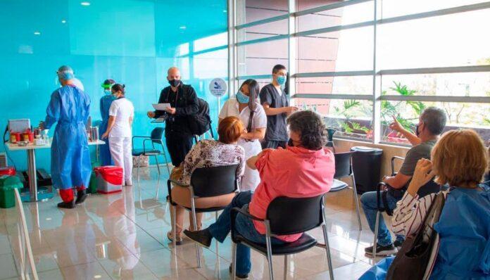 Punto vacunación masiva Medellín en el Centro Comercial Santafé