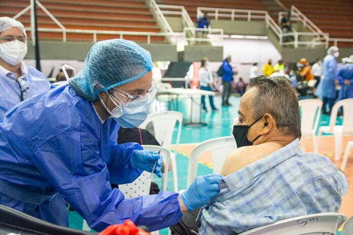 Inicia la vacunación para mayores de 50 años