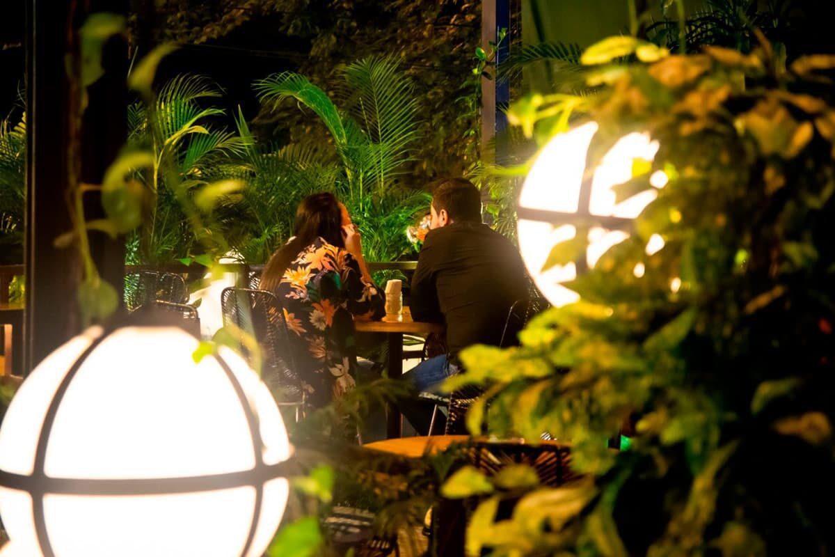 La soledad de los bares de Medellín causada por la pandemia