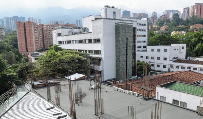Nueva torre del Hospital Manuel Uribe Ángel, a media marcha