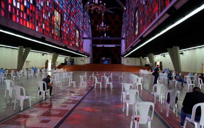 Puntos de vacunación sin cita En Medellín para mayores de 65 años