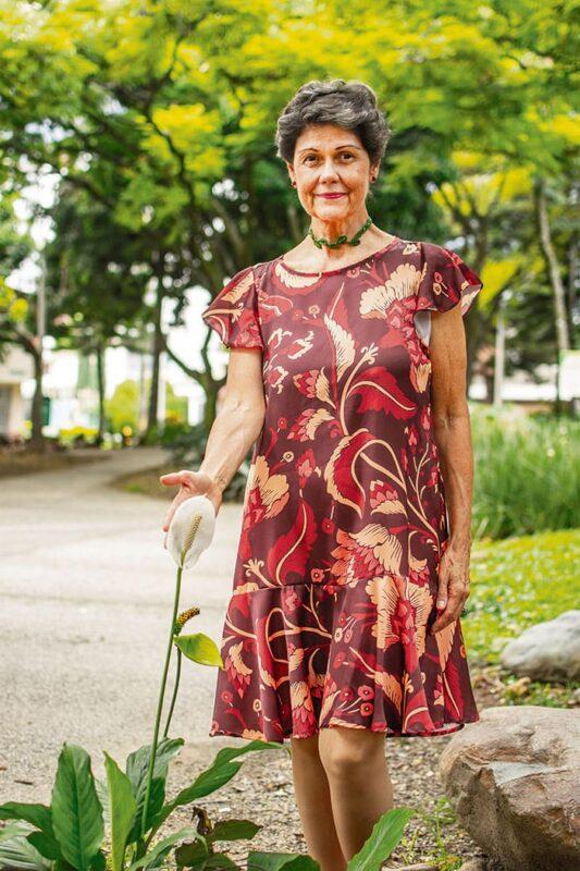 Silvia Helena Valencia se ha dedicado a estudiar, divulgar y a acompañar individuos y grupos que pasan por un duelo, no necesariamente relacionado con la muerte de un ser querido.