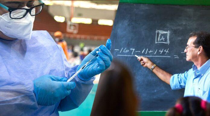 Profesores universitarios serán priorizados en la etapa III del Plan Nacional de Vacunación
