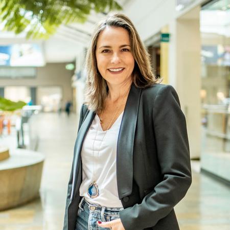 Adriana González, gerente del Parque Comercial El Tesoro