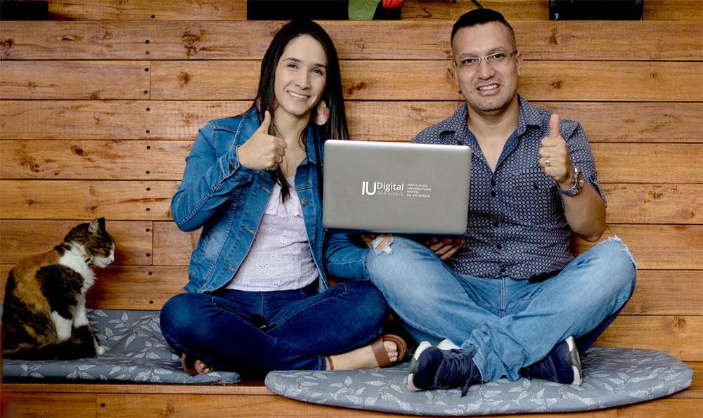 Brigitte Saldarriaga y Duver Muñoz, estudiantes de la IU Digital de Antioquia.