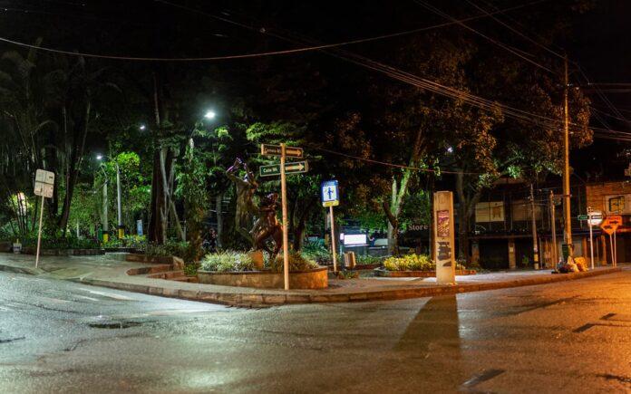 """Campaña """"Parche Seguro"""" promueve la reapertura del comercio nocturno en Medellín"""