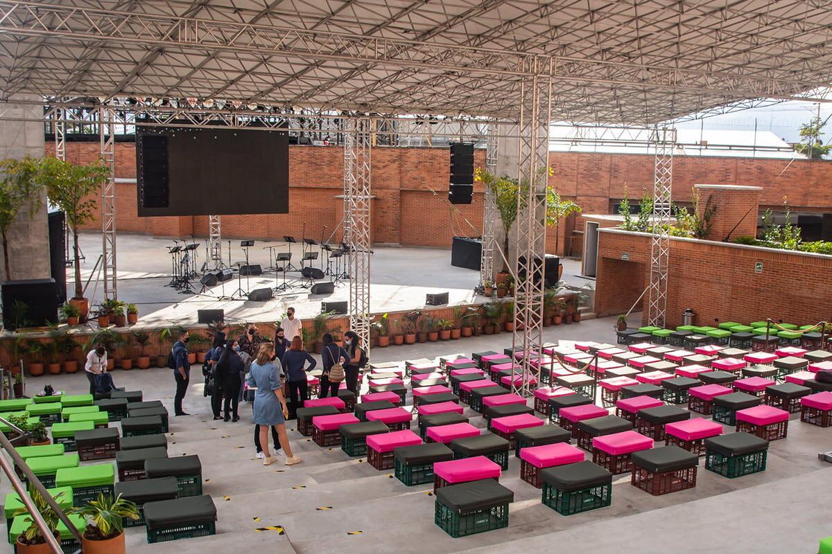 El Parque Comercial Tesoro estrena por estos días un teatro al aire libre que permite disfrutar la música, eventos culturales y al mismo tiempo, cumplir con protocolos de bioseguridad.
