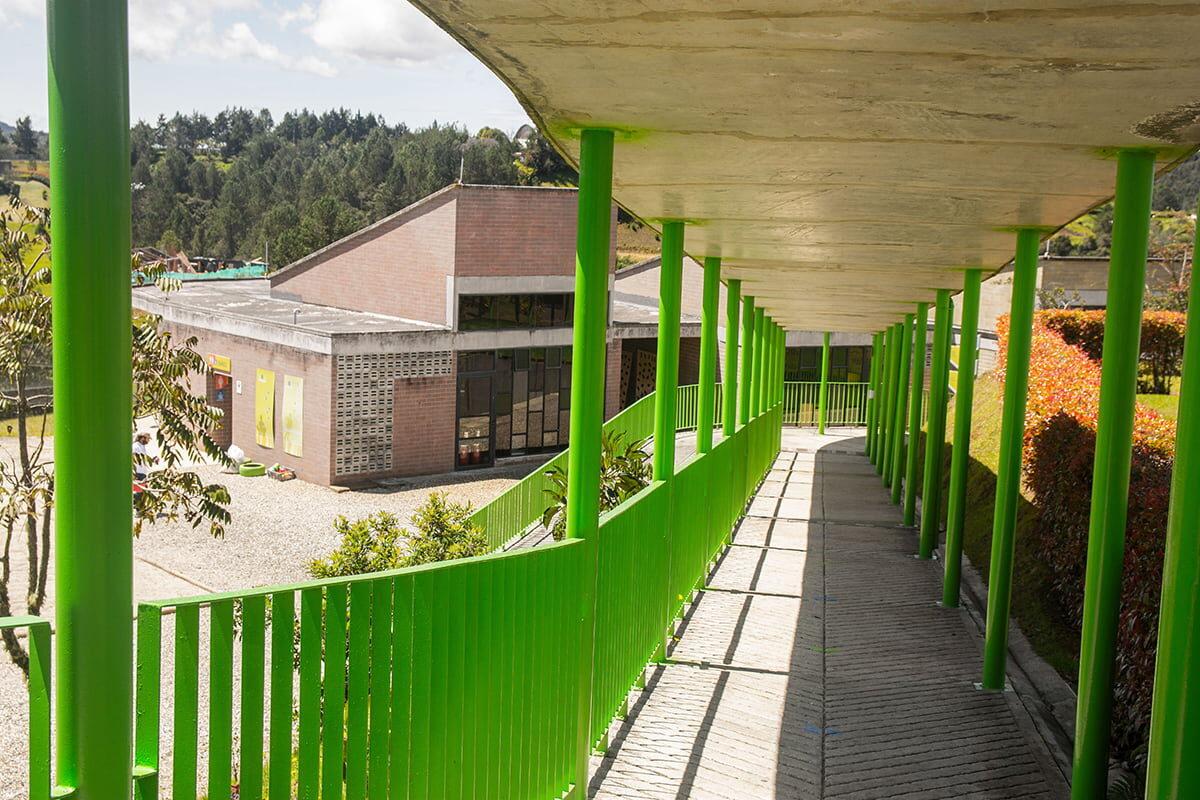 """l Colegio Hontanares cuenta con espacios variados como el """"atelier de cocina"""", donde los estudiantes aprenden  a través de recetas."""