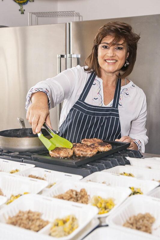 """María Adelaida Escobar Uribe es una enamorada de la cocina y de todo lo que en ella se cuece. Su última actividad, Corazón Contento, busca """"llenar la barriga"""" (como diría el refrán completo) o sea, dar amor a través de la entrega de alimentos."""