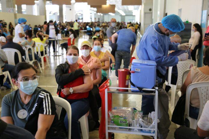 Inicia la vacunación para personas entre los 35 y 39 años contra el COVID19