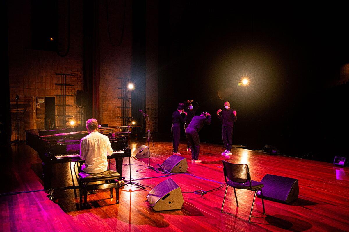 Un ritual para un duelo colectivo en el Teatro Metropolitano
