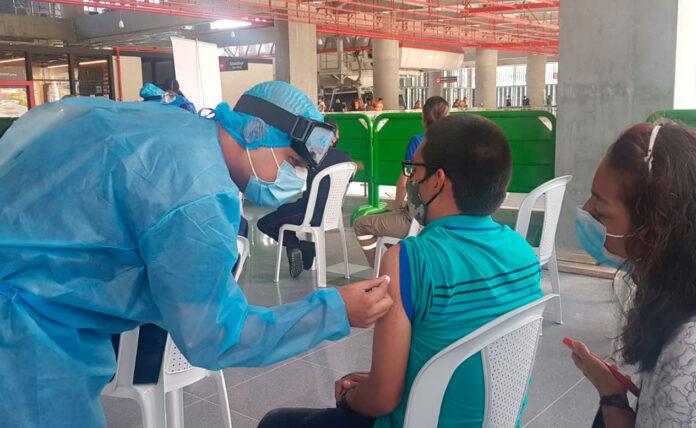 Vacunación en algunas estaciones del Metro de Medellín