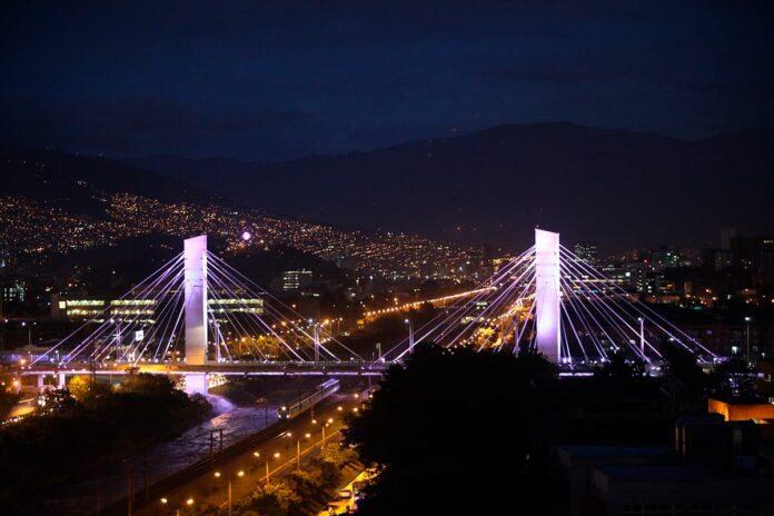 Puente de la 4 Sur en El Poblado, piques y venta de alucinógenos