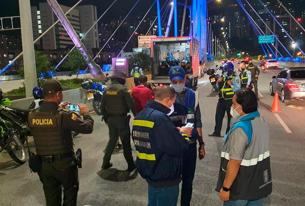 En él último operativo de control realizado el 5 de agosto, las autoridades inmovilizaron 23 vehículos: 3 carros y 3 motos.
