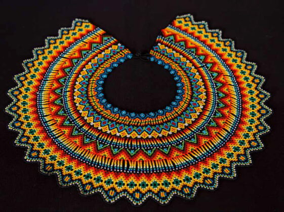 Frontino. Joyería, tejeduría en chaquira, cestería, tejidos de los Emberá Katíos y artesanías hechas en iraca y hoja de caña.