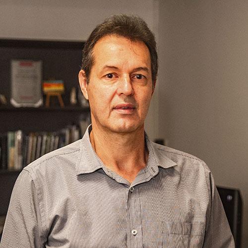 """Hernán Arroyave Múnera, el director: """"Encontré todo muy deteriorado y lo enruté, buscando que haya buen ambiente""""."""