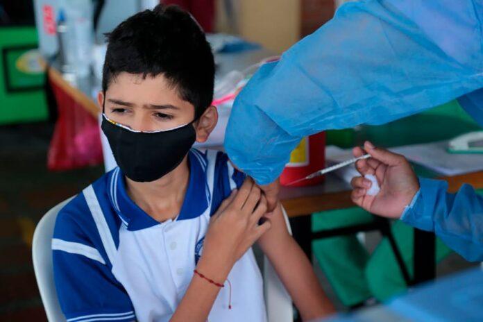 Invima autorizó vacuna de Moderna para menores de 12 a 18 años