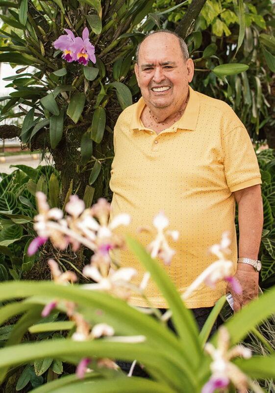 Durante 46 años, el Noticiero Económico Antioqueño de Jota Enrique Ríos fue un espacio radial obligado para conocer el devenir empresarial. A sus 81 años, Jota Enrique disfruta, con la misma pasión, el cultivo de sus orquídeas.