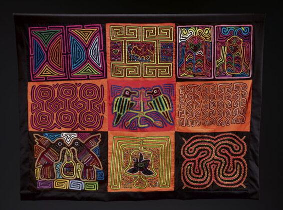 Necoclí y Turbo. Molas: tejido rectangular hecho con telas de colores por la comunidad indígena Kuna Tule.
