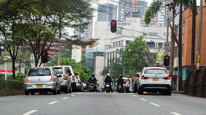 Pico y placa en Medellín para motos y vehículos este lunes 4 de octubre