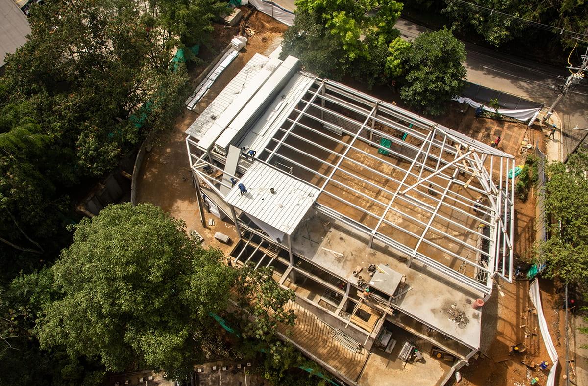 Construcción de farmacia en San Lucas: vecinos y empresa buscan solución al ruido
