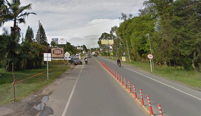 Según el concesionario Devimed, encargado del mantenimiento y administración de la Autopista Medellín – Bogotá, desde la ciudad capital y hasta el municipio de El Santuario, esta vía tendrá paso restringido.