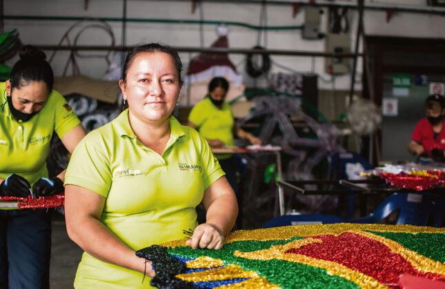 Laura Marcela Cruz ha sacado adelante a sus cuatro hijos gracias a este empleo, del que se declara enamorada.