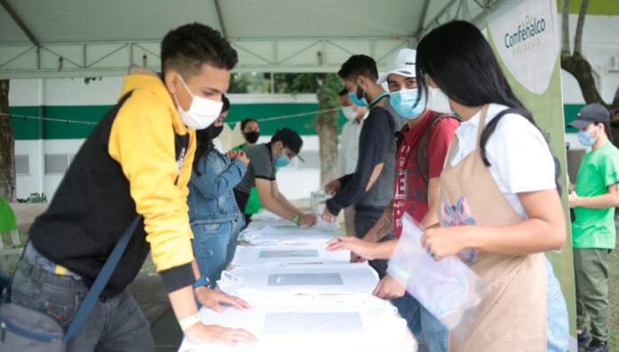 Feria ReactívaT en Envigado trae empleo para jóvenes sin experiencia