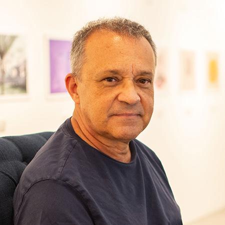 Diseñador gráfico, ilustrador  y escritor Juan Carlos Restrepo.