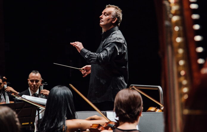 La Orquesta Filarmónica de Medellín invita a concierto con Robin O'Neill