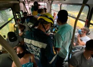Por Fuertes lluvias en Medellín incidente de dos buses en La Aguacatala