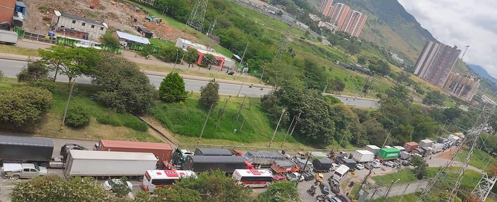 Por derrumbe a la altura de Copacabana está cerrada Vía a la Costa Atlántica