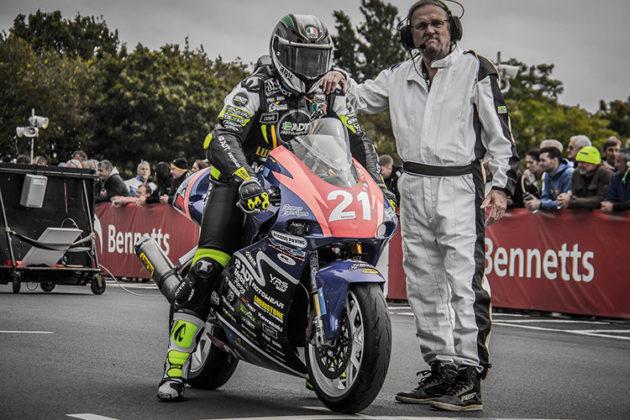 Daniel Fernández en la Isla de Man / La moto en la que Daniel compitió la alquiló en la Isla de Man. Foto cortesía Twenty Six Colombia