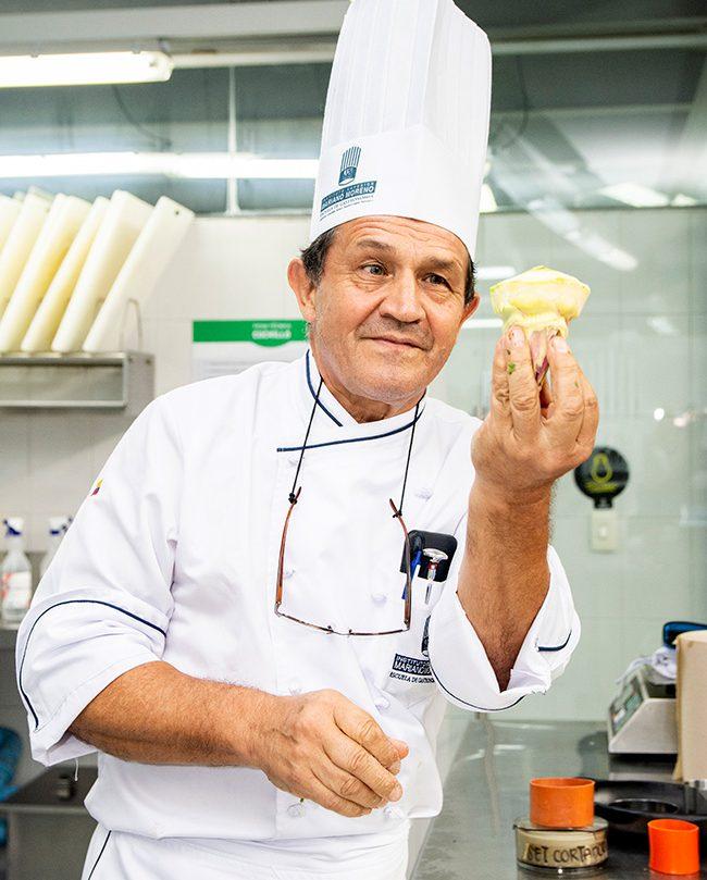 El cocinero Jorge Velasco medio siglo en los fogones