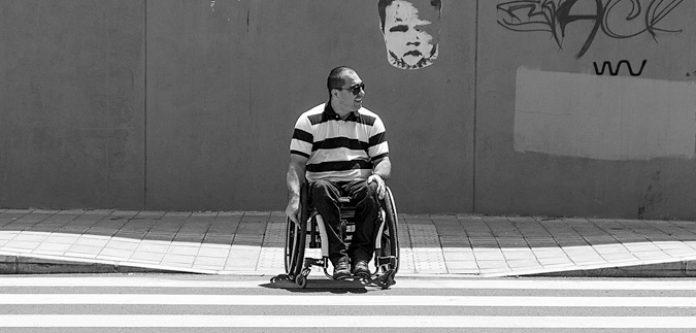 Accesibilidad en El Poblado. Desafiando obstáculos sobre ruedas por las aceras de El Poblado Más de un 80 por ciento de los andenes son inaccesibles.