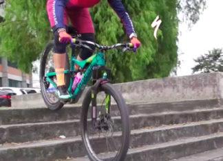 Bajar escaleras en la bicicleta