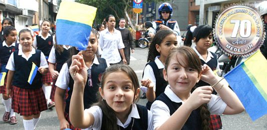 Celebración de los 70 años del Colegio Palermo on un recorrido por las calles del centro de El Poblado el colegio Palermo de San José celebra su aniversario