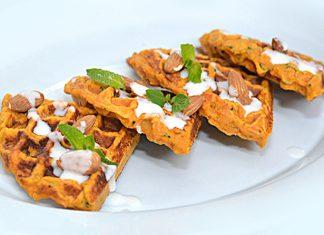 Waffle de batata y pollo con yogur griego