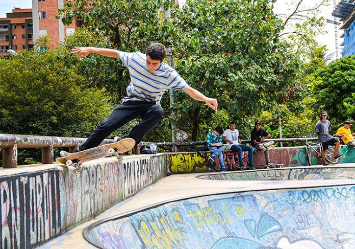 Santiago Echeverría en El skate park de Ciudad del Río